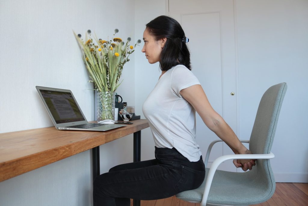 etirement-epaules-yoga-travail