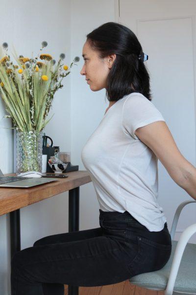 etirement-epaules-yoga-au-travail