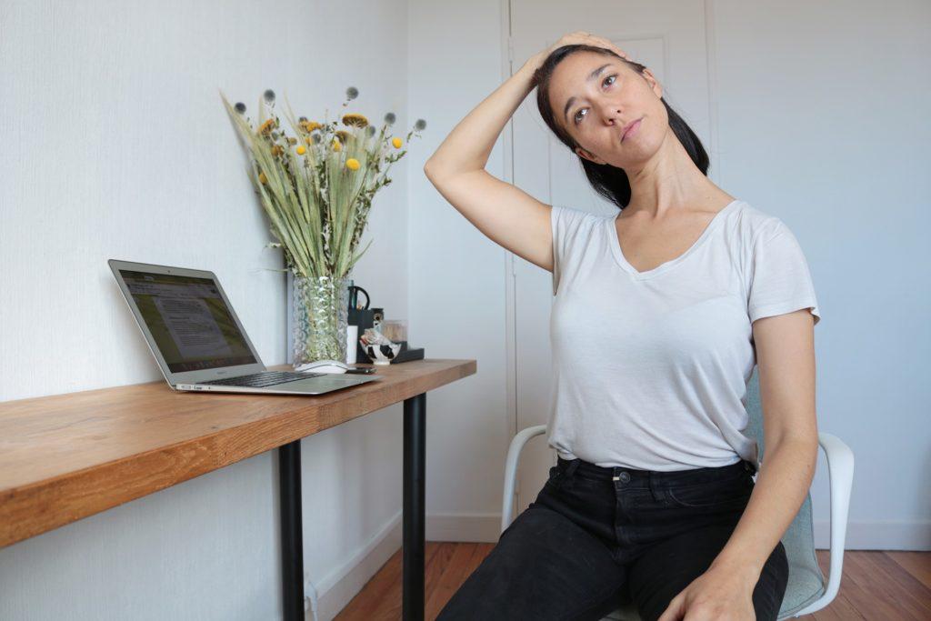 etirement-nuque-yoga-au-travail