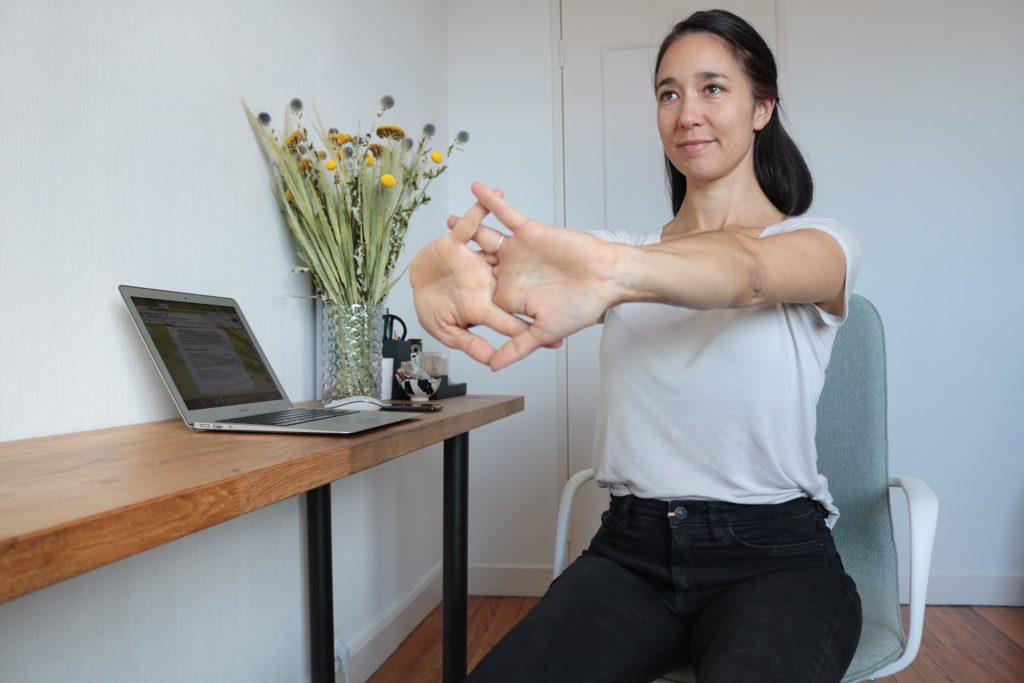 etirement-poignets-yoga-travail